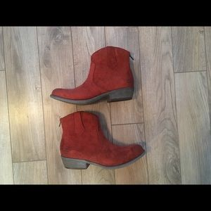 Cinnamon vegan suede booties